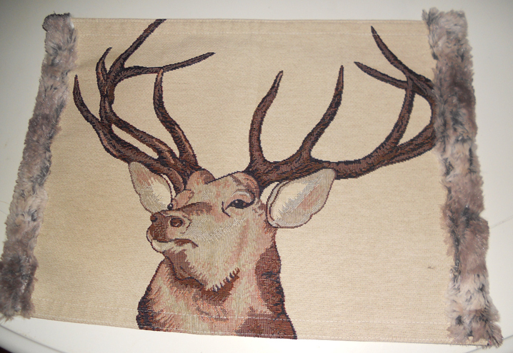 Placemat deer with fur