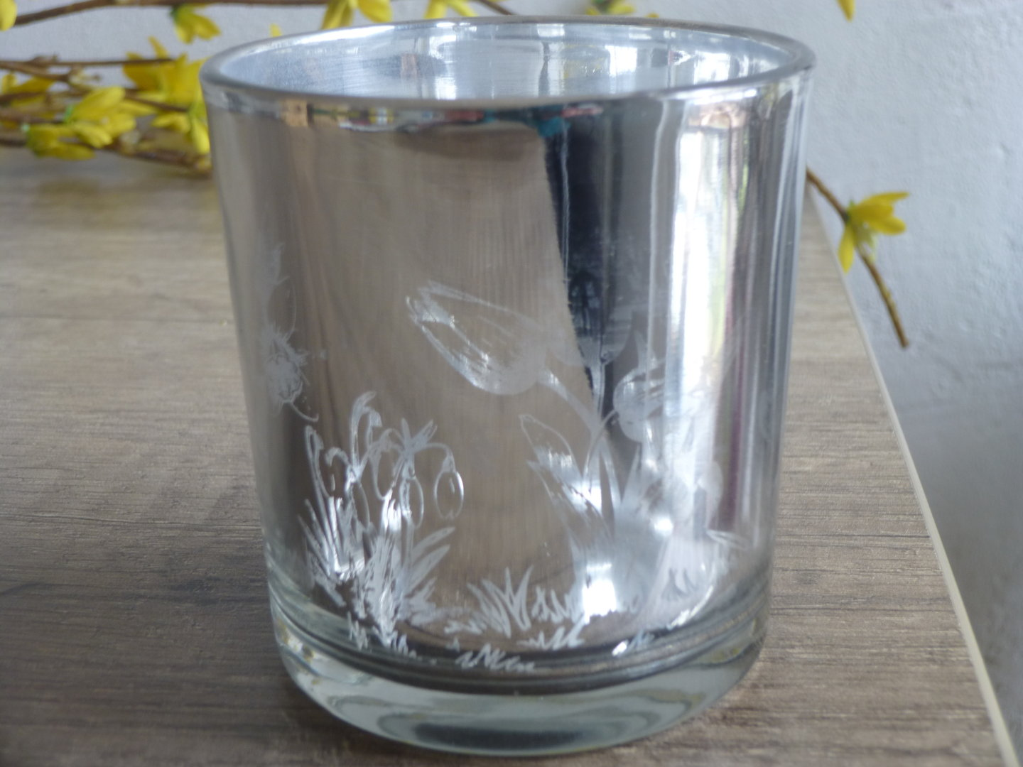 Tealight of glass with flowers